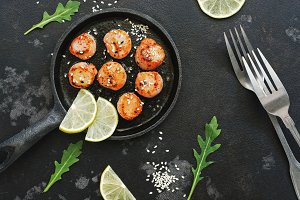Grilled scallops with lemon on a