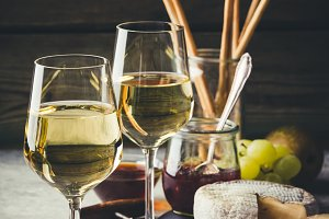 White wine with charcuterie assortme