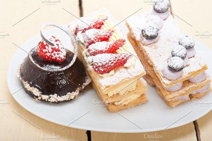 cream cake selection plate 007.jpg - Food & Drink