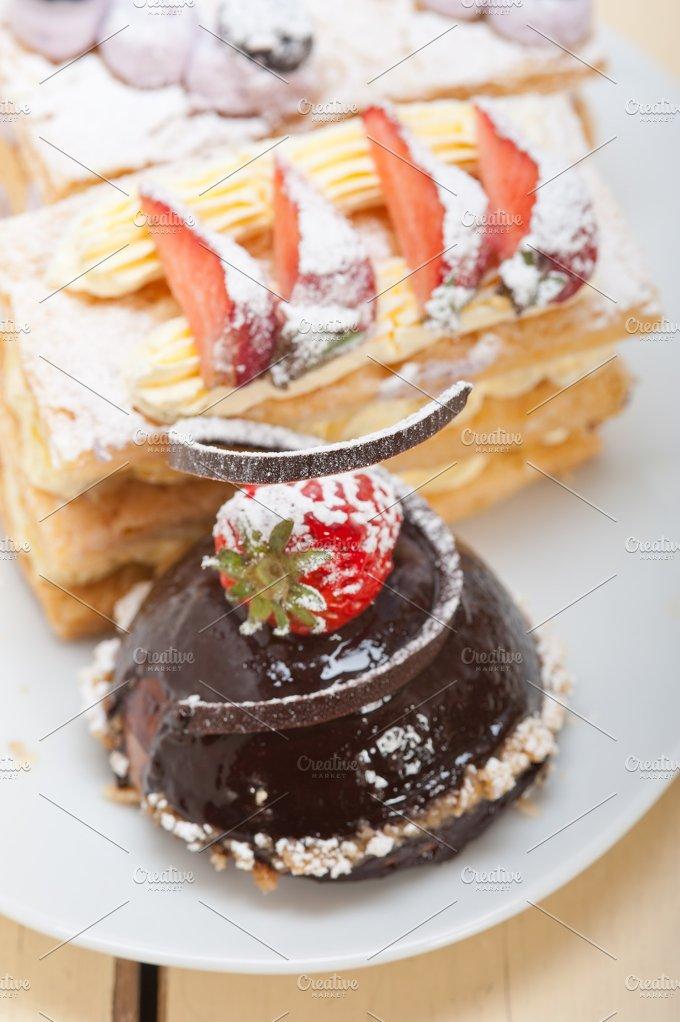 cream cake selection plate 009.jpg - Food & Drink