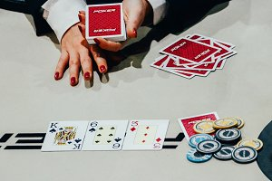 Texas Hold 'Em flop dealer and chips