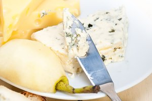 fresh pears and cheese 018.jpg