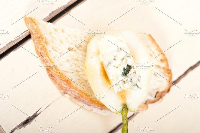 fresh pears and cheese 042.jpg - Food & Drink