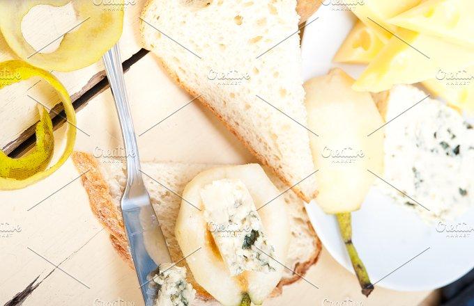 fresh pears and cheese 052.jpg - Food & Drink