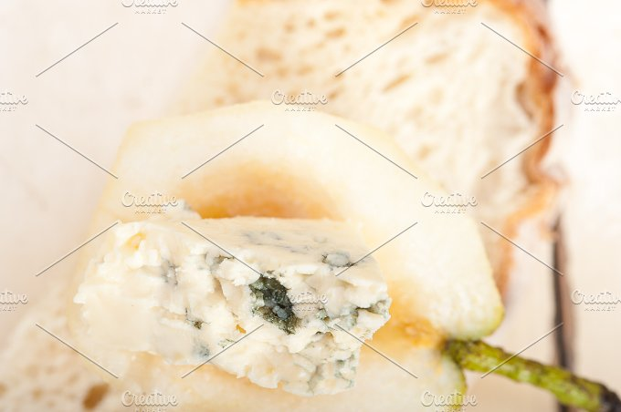 fresh pears and cheese 044.jpg - Food & Drink