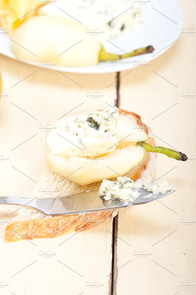 fresh pears and cheese 048.jpg - Food & Drink