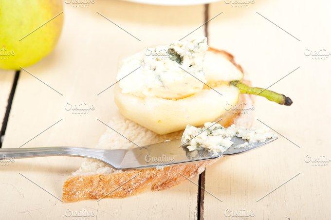 fresh pears and cheese 047.jpg - Food & Drink