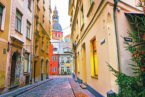 Narrow street at Dome Cathedral