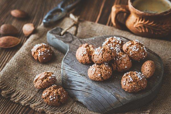Food Images: Alexander Prokopenko - Amaretti di Saronno Italian cookies