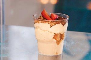 Soft dessert based on yogurt in a