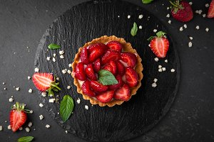 Dessert with strawberries and mint