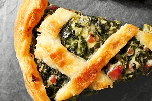 pastry  spinach, ham and  béchamel
