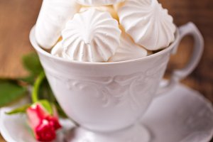 Meringues in a cup