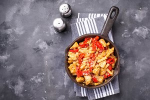 Pasta with chicken and pepper in
