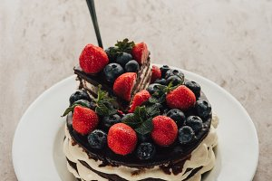 delicious whoopie pie cake with berr