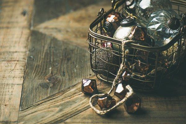 Christmas decoration balls in baske…