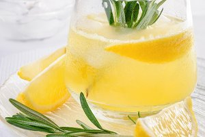 Vodka with tonic and lemon juice