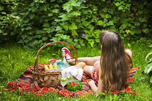Young girl with picnic basket