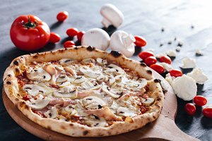 Pizza with ham, mushrooms and mozzar