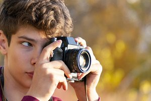 young teenager making a photo with r