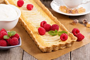 Apple tart with almond frangipane