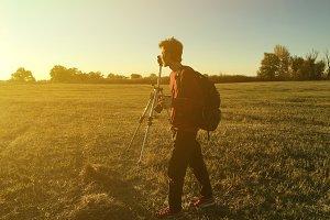 photographer using tripod and make l