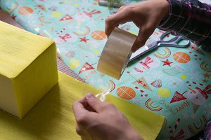 hands craft the present gift box pac