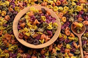 spiral raw pasta fusilli