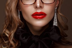 model: classic makeup and glasses