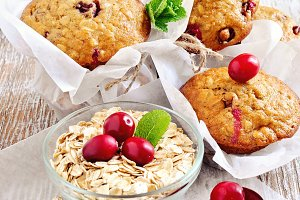 Oatmeal muffins with cranberries