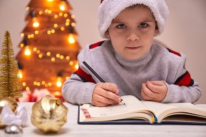 Christmas Child Write Letter to Sant