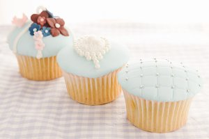 Vintage decorated cupcakes