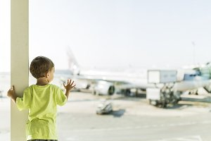 Child waiting for his plane