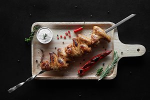 Barbecue chicken wings with sour