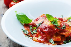 cooked ravioli with tomato