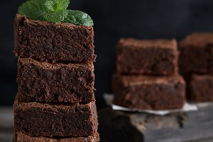 square pieces of baked brownies