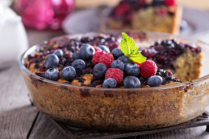 Berry cake with oats