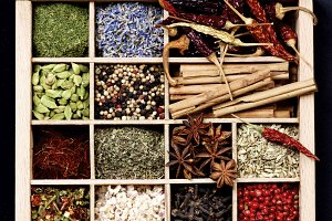 Spice Spices in Wooden Box