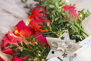 Composition: red roses with boxwood