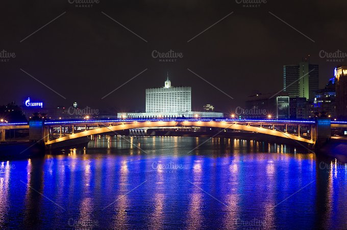 Illuminated Government. Moscow - Architecture