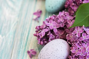 Spring lilac flowers and easter eggs