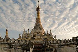Stupa near Maha Aungmye Bonzan templ