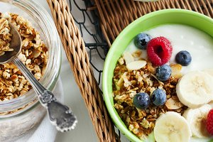 Granola with yogurt and berry