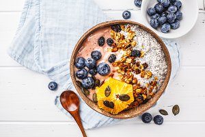 Breakfast smoothie bowl with chia