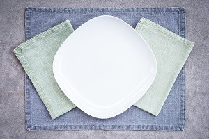 White plate and linen textiles