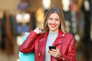 Shopper posing holding a phone and s