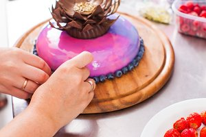 Process of decorating cake with