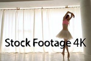 Ballerina rehearses in pointe