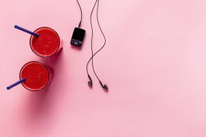 red fresh fruit smoothies, mp3 playe