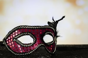 Pink mask with a lights background i